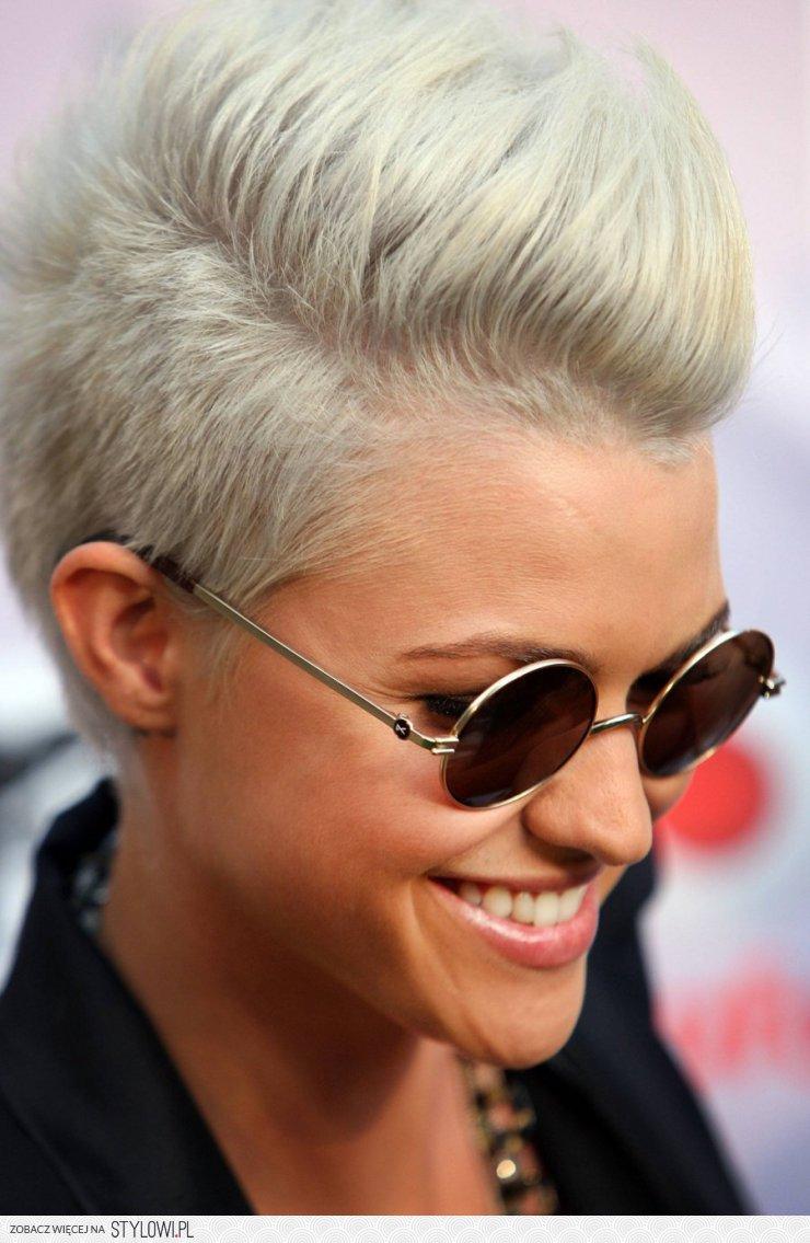 Krótkie Włosy Skandynawski Blond Irokez Fryzura Na Na