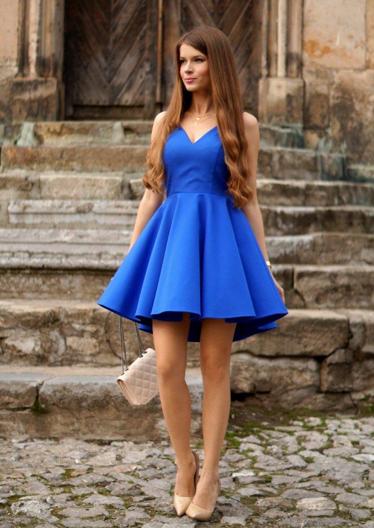 213f7e72b8 Rozkloszowana sukienka kobaltowa z dłuższym tyłem. Pods… na Stylowi.pl