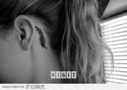 Tatuaże Za Uchem Piórka Na Stylowipl
