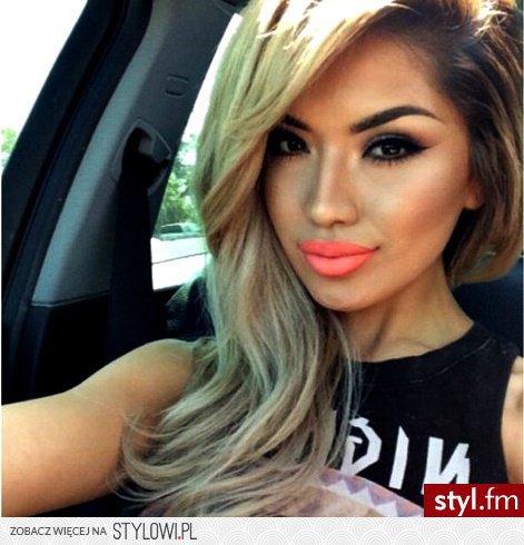 Fryzury Blond Włosy Fryzury Długie Na Co Dzień Kręcon Na