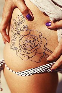 Napisy Tatuaże Na Udzie Kobiety Na Stylowipl