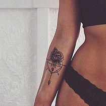 Tatuaże Czarno Biały Kobieta Na Przedramieniu Na R Na