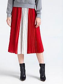 eea138f13eab8 HOT: Najlepsze stylizacje z długą plisowaną spódnicą. W… na Stylowi.pl