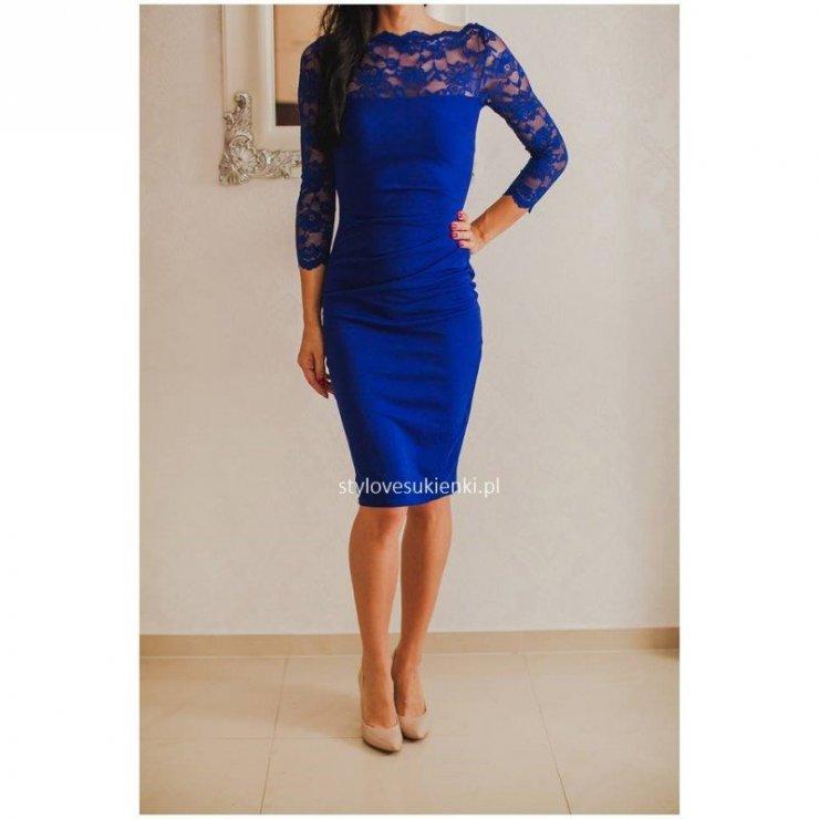 Elegancka, kobaltowa sukienka na wesele midi z koronkow… na