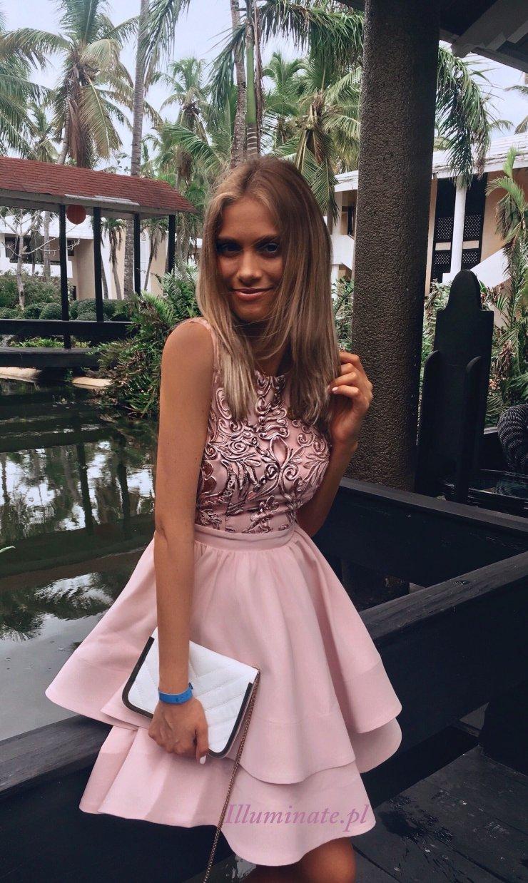 Piekna pudrowo rozowa rozkloszowana sukienka na wesele na