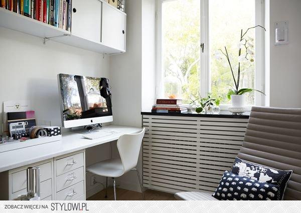 małe biuro, kącik biurowy w małym pokoju na Stylowi.pl