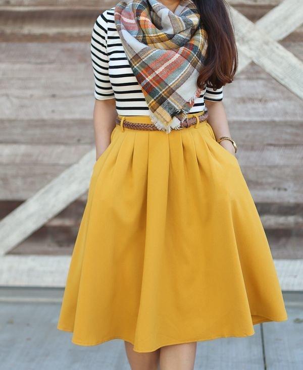 Jak nosić rozkloszowane spódnice? Pomysły na stylizację… na